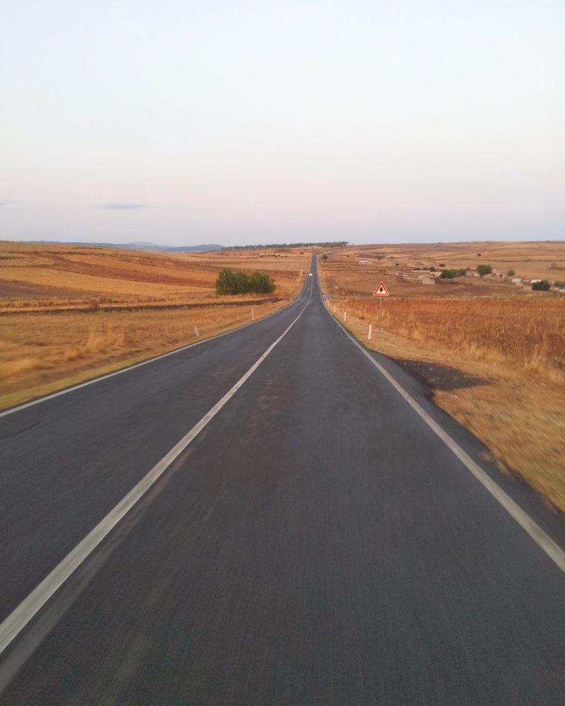 tipica-strada-entroterra-sardegna-autentica